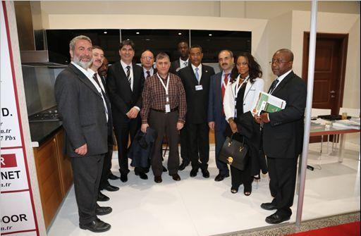 Gabon Orman Bakanı Mr. Jean Gabriel Tchango'nun UNFF 10 İstanbul 2013 Avcı Orman stantını ziyareti