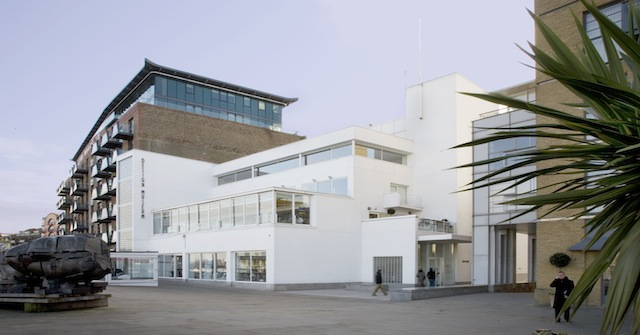 DesignMuseum-01-Design-Museum-daytime-photographer-Luke-Hayes