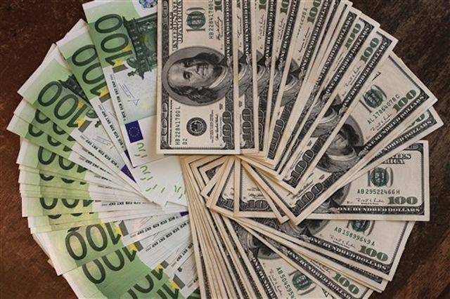 FRANCE-FINANCE-ECONOMY-FOREX-EURO-DOLLAR